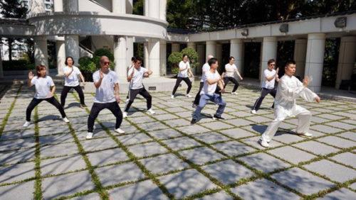 Người Hong Kong có số giờ làm việc nhiều nhất thế giới nhưng vẫn sống thọ