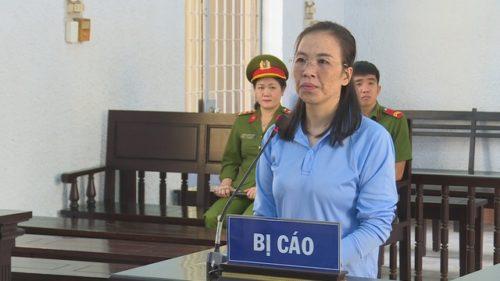 Nữ đại tá rởm chiếm đoạt hàng trăm triệu đồng hầu tòa - 1