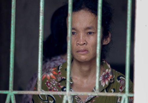 Đau lòng cảnh người phụ nữ nghèo ngồi ôm bệnh chờ... chết bên song cửa - 3