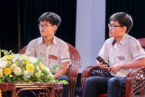 Cặp sinh đôi xứ Huế với 'cú đúp' đặc biệt trong kì thi học sinh giỏi quốc gia