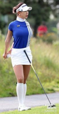 """Nữ golf thủ xinh đẹp Hàn Quốc """"khốn khổ"""" vì theo đuổi phong cách gợi cảm - Ảnh 4."""