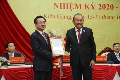 Trao Quyết định Bí thư Tỉnh ủy Kiên Giang làm Thứ trưởng Bộ Xây dựng - Ảnh 1.