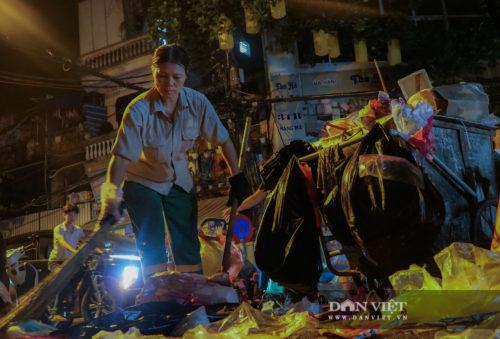 Phố Hàng Mã biến thành phố rác sau đêm trung thu - Ảnh 15.