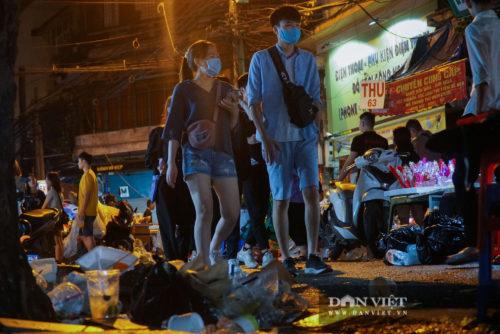Phố Hàng Mã biến thành phố rác sau đêm trung thu - Ảnh 16.