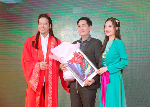 Đoàn Minh Tài diện trang phục cổ trang khi hóa thân thành Kim Trọng trong sự kiện - Ảnh 2.