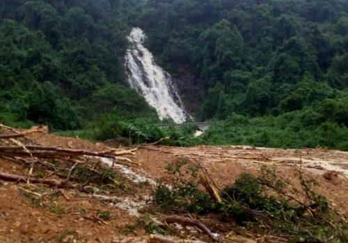 Sạt lở vùi lấp lán trại trong rừng đã 10 ngày, 1 người chết, 3 người mất tích - Ảnh 1.