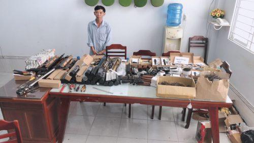 Phát hiện hàng trăm linh kiện lắp ráp súng hơi trong nhà trọ - Ảnh 1.