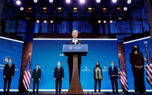 Ông Biden chính thức bắt đầu chống COVID-19, hứa đưa nước Mỹ lãnh đạo thế giới - Ảnh 1.