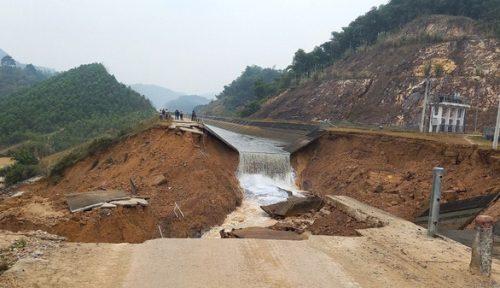 Bộ Nông nghiệp họp khẩn khắc phục vụ vỡ kênh thủy lợi 4.300 tỉ đồng - Ảnh 1.
