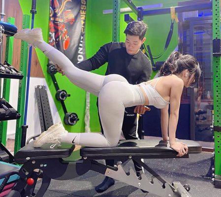 """Hot girl phòng gym có vòng 3 """"trái táo"""" nhờ đẩy tạ 160kg - 4"""