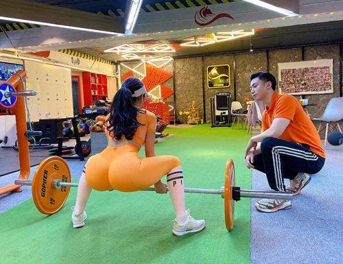"""Hot girl phòng gym có vòng 3 """"trái táo"""" nhờ đẩy tạ 160kg - 2"""