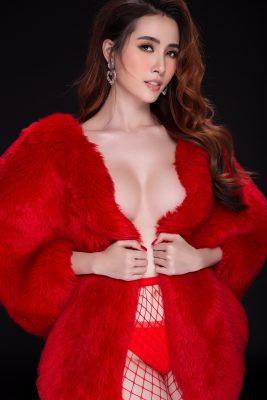 Loạt ảnh đầu năm mới của hoa hậu Phan Thị Mơ gây tranh cãi - 3