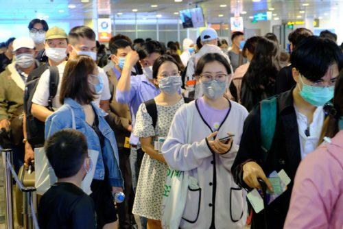 Chặt đứt chuỗi lây sân bay Tân Sơn Nhất - Ảnh 1.