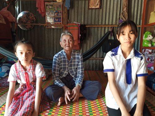 Nhói lòng cảnh chị em mồ côi sống nghèo khổ chăm bà nội 80 tuổi - 5