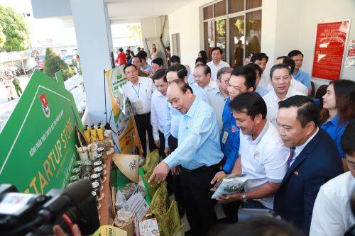 Thủ tướng Nguyễn Xuân Phúc và 3 lần trực tiếp đối thoại với nông dân - Ảnh 4.