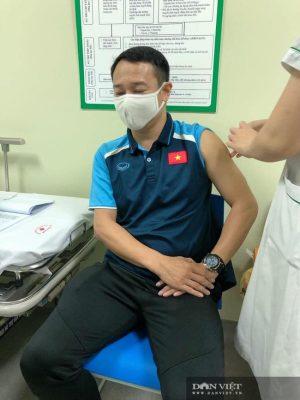 HLV Park Hang Seo được tiêm vaccine ngừa COVID-19 - Ảnh 11.