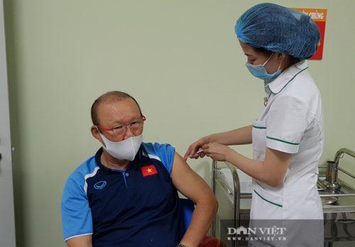 HLV Park Hang Seo được tiêm vaccine ngừa COVID-19 - Ảnh 5.