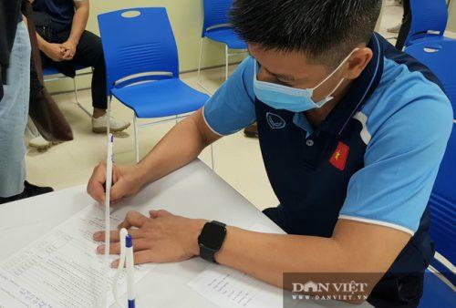 HLV Park Hang Seo được tiêm vaccine ngừa COVID-19 - Ảnh 7.