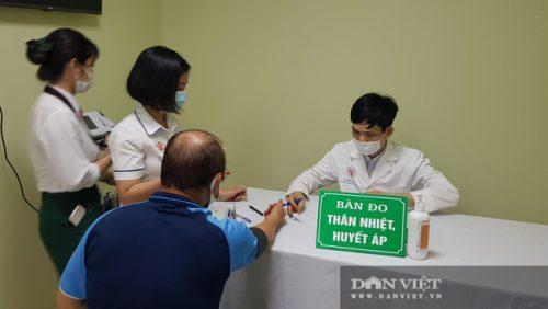 HLV Park Hang Seo được tiêm vaccine ngừa COVID-19 - Ảnh 8.