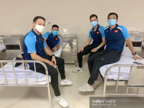 HLV Park Hang Seo được tiêm vaccine ngừa COVID-19 - Ảnh 9.