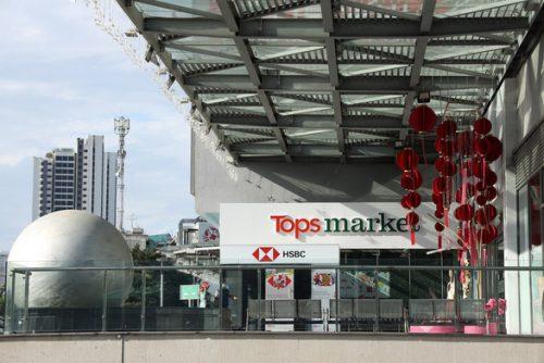 Có gì đáng chờ đợi khi các tỉ phú đổi tên hàng loạt siêu thị? - Ảnh 3.