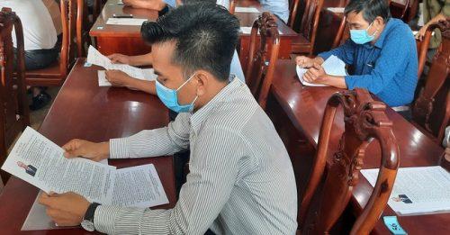 Chủ tịch nước Nguyễn Xuân Phúc đang tiếp xúc cử tri tại huyện Củ Chi, TP.HCM - Ảnh 1.