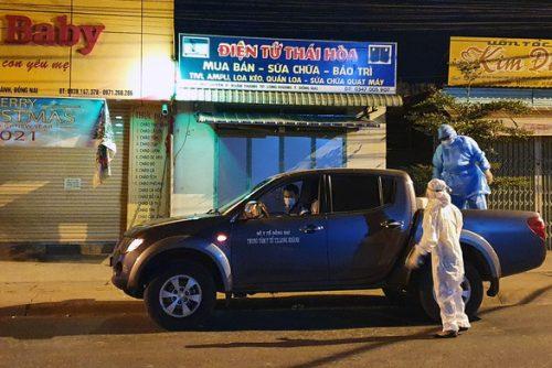 6 cán bộ công an làm căn cước công dân ở Đồng Nai phải đi cách ly tập trung - Ảnh 1.