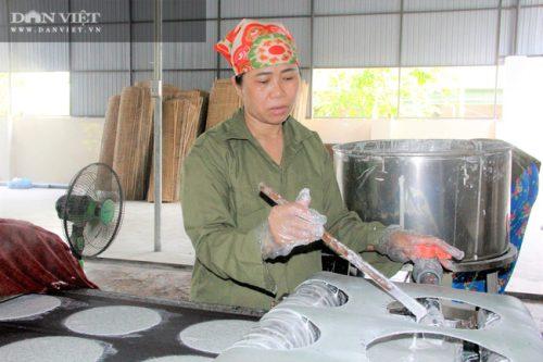 Hà Tĩnh: Thứ bánh gì mà có nhiều vừng đen, ăn giòn rụm giúp nông dân có của ăn của để - Ảnh 2.