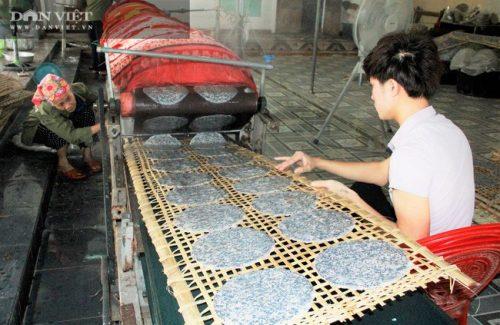 Hà Tĩnh: Thứ bánh gì mà có nhiều vừng đen, ăn giòn rụm giúp nông dân có của ăn của để - Ảnh 3.