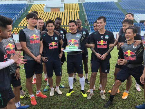 Kiatisak tự hào vì 7 cầu thủ Hoàng Anh Gia Lai được lên tuyển Việt Nam - Ảnh 1.