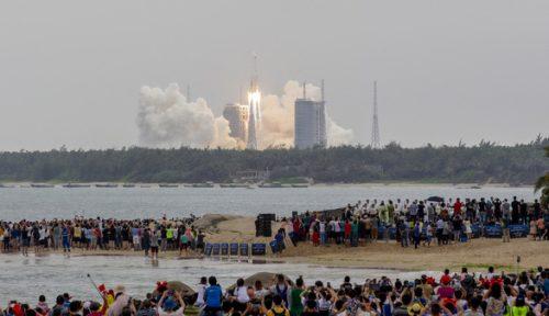Tên lửa khổng lồ Trung Quốc sắp rơi xuống Trái đất, đang được giám sát chặt - Ảnh 1.