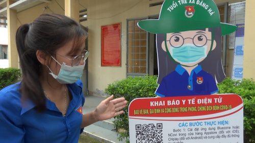 Người dẫn xã Đăng Hà cảm thấy vui vẻ khi quét mã code khai báo y tế
