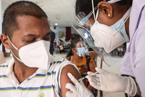 WHO: Hàng chục nước phải dừng tiêm vắc xin liều hai do thiếu nguồn cung - Ảnh 1.