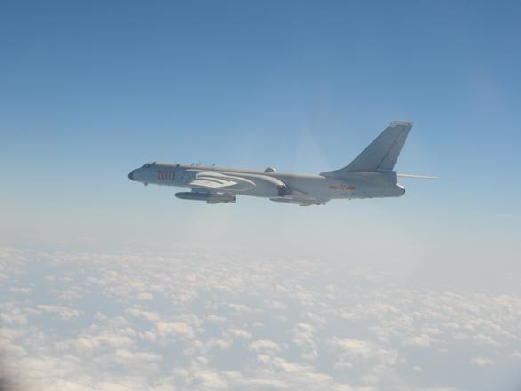 Trung Quốc tập ném bom trải thảm phía đông Đài Loan? - Ảnh 1.