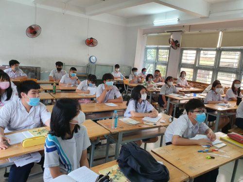 Dịch đang phức tạp, có nên để học sinh đi học sớm? - Ảnh 1.