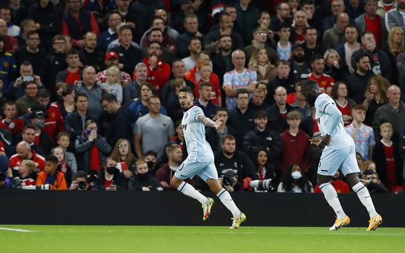 Man Utd thua 'sốc' West Ham tại Old Trafford, chia tay Cúp Liên đoàn - Ảnh 1.