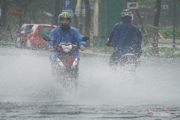 Dự báo thời tiết 13/9, nhiều nơi miền Trung vẫn mưa rất to