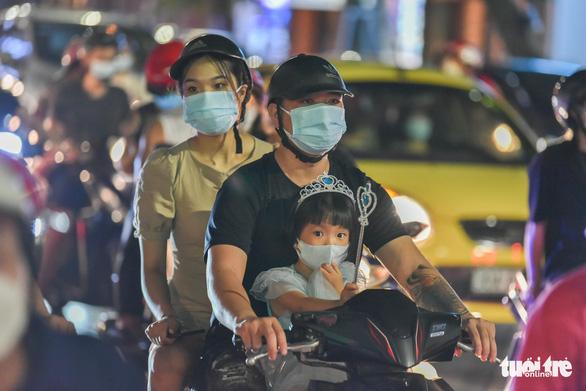 Phó bí thư Hà Nội: Thành quả chống dịch 2 tháng qua đang bị thách thức - Ảnh 1.